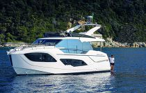 Absolute Yachts 47 Flybridge port view