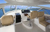 Viking Yachts 52 Oen Main Deck Helm