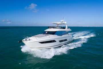 Prestige Yachts 680 Flybridge
